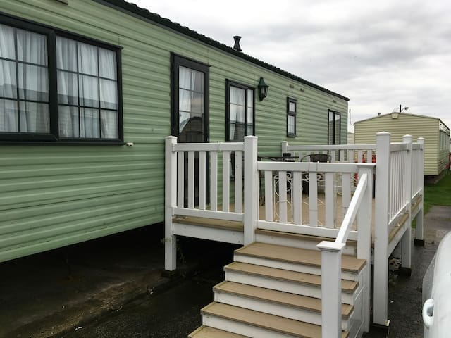 2 bedroom static caravan in Martello beach Essex