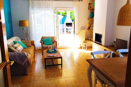 Charming house near beach very equipped with WIFI - Rumah