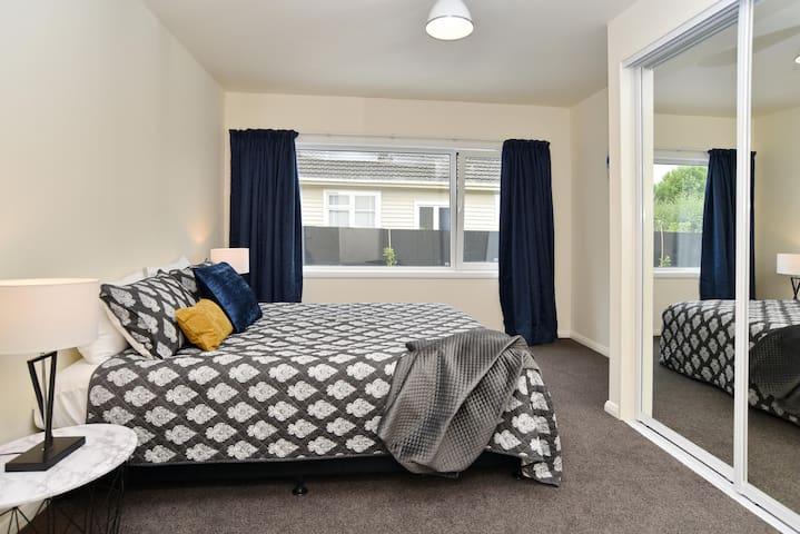 Queen bedroom (2) with queen size bed