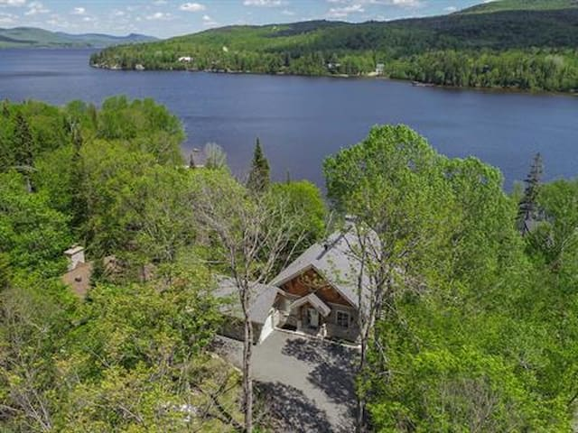 Magnifique propriété  sur le bord lac Ouareau