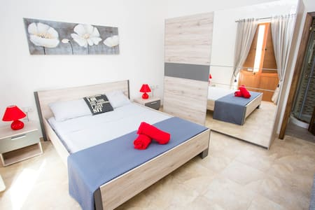 LOVELY DOUBLE BED ROOM FOR 3PERSONS - Gharb