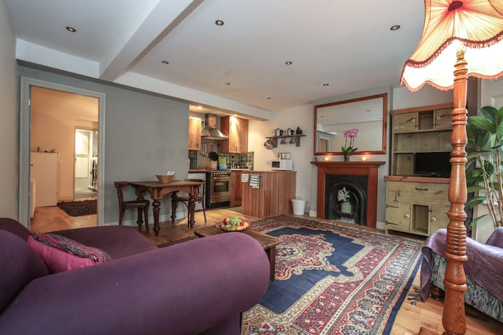 LOWER GROUND FLOOR FLAT / FASHIONABLE VIBRANT AREA