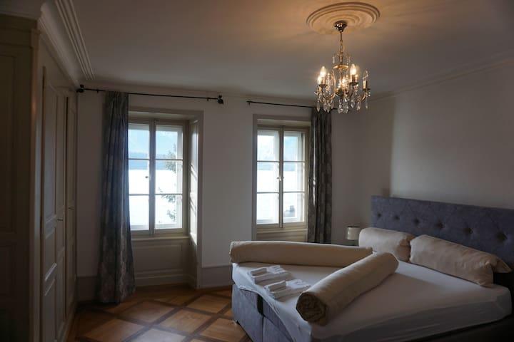 Triple room 102 in stunning lakeside Villa