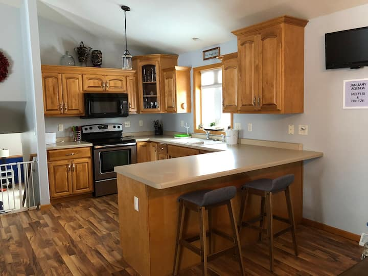 Spacious Home 2 Miles from EAA!