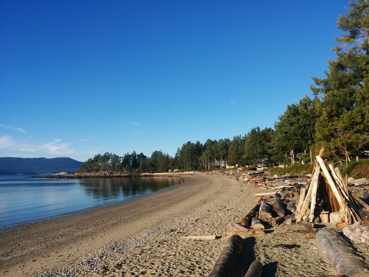 Palm Beach Hideaway, Powell River, Sunshine Coast.