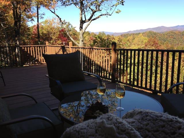Relaxing Mountain Retreat with Amazing Views!