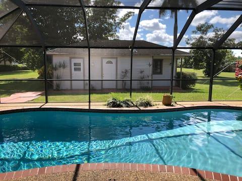 İki kişilik özel havuz evi.