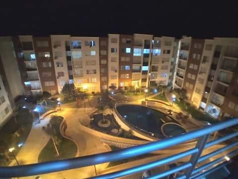Lindo apartamento em condomínio exclusivo área central de Piura, piscina, academia, área de churrasqueira, etc.