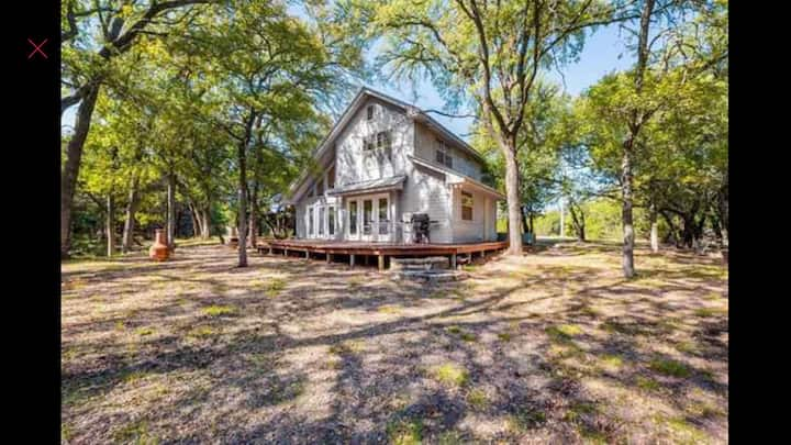 Knotted Oaks Ranch - a beautiful country cabin.