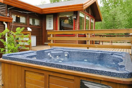 Cozy cottage with great view and hot tub - Kjósarhreppur - Hytte