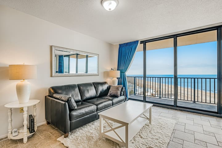 Sea Colony 8th floor condo w/ free WiFi, balcony, shared pool & ocean view!