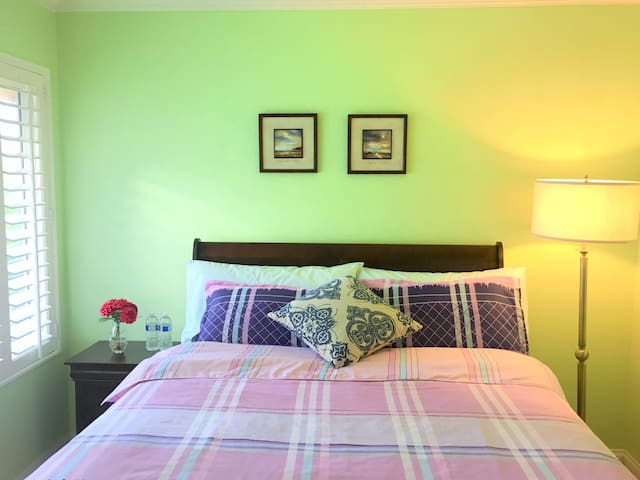 comfortable room in beautiful home A - Irvine - Huis