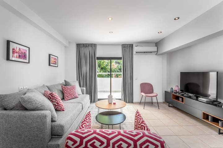 Rothschild Area - 1 BR with a huge terrace