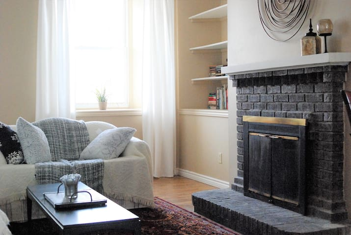 Rare, Restful, Private. One Bedroom Flat, Downtown