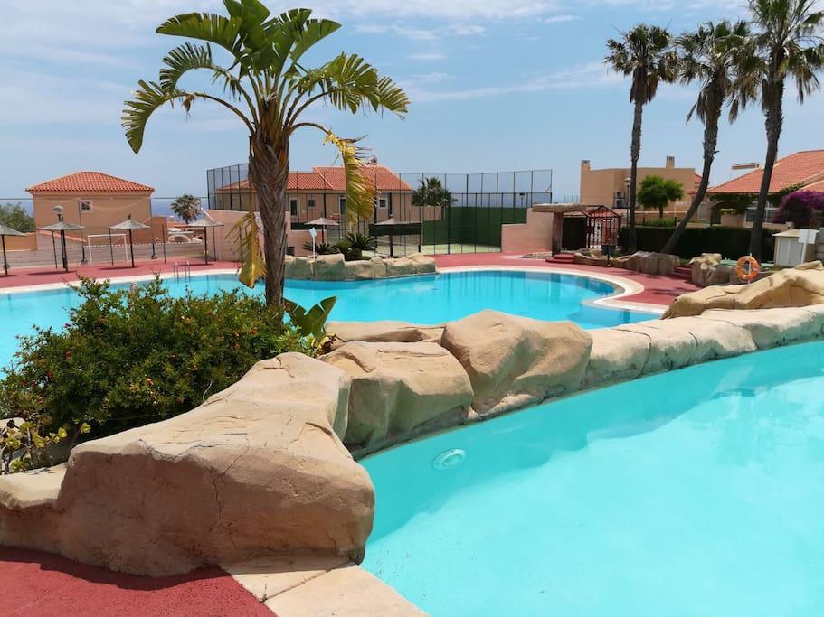Confortable bungalow con piscina bungalows en alquiler for Camping con piscina climatizada en comunidad valenciana
