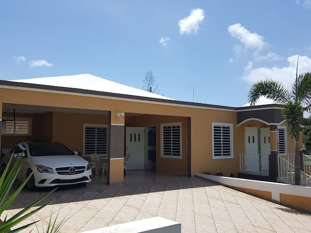 Beautiful House with Pool in Aguadilla