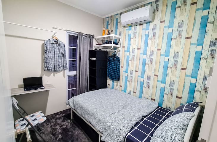 Room with Single large bed (120 x 200) : - 1 room in 2nd floor - 1 room in 3rd floor