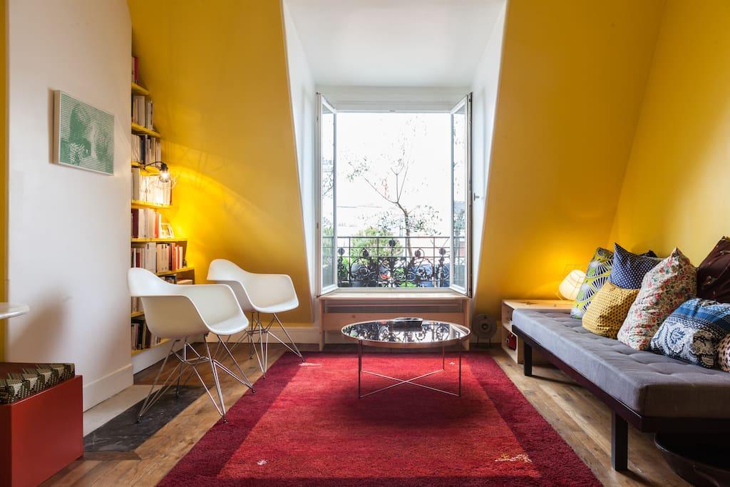 Confortable salon avec divan et fauteuils