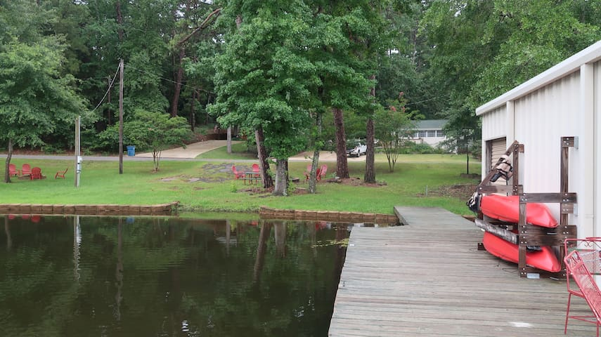 GRIF's GETAWAY lakefront cottage, sleeps 6