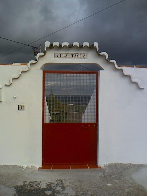 Entrada do condomínio Vila Tagus