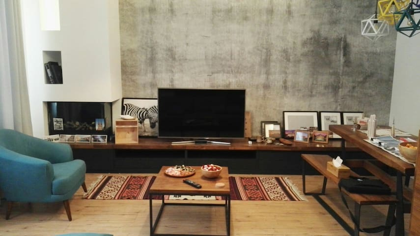 Cozy modern apartment...