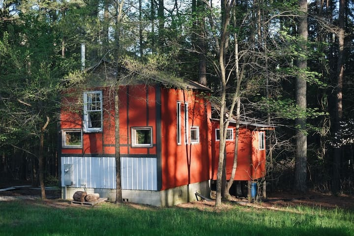 Rustic cabin on a working farm in Durham