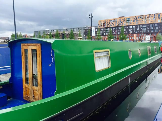 The Commodore - Boutique Boating - Manchester - Boat