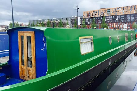 The Commodore - Boutique Boating - Manchester - Boot