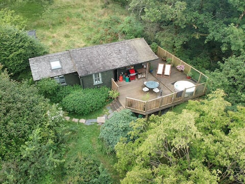 Snowdonia cabin in nature with hot tub