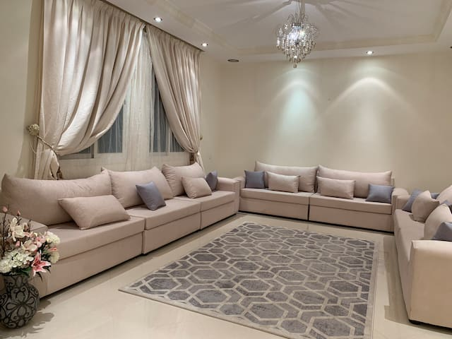 Luxurious & Large 4 Room Apartment in Taif