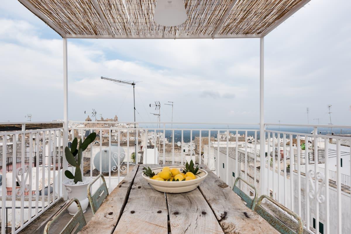 Casa con terrazzo e splendida vista sul borgo e sul mare