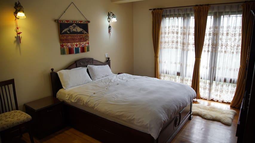 Spacious, Elegant Kathmandu Apartment - Kathmandu - Apartment