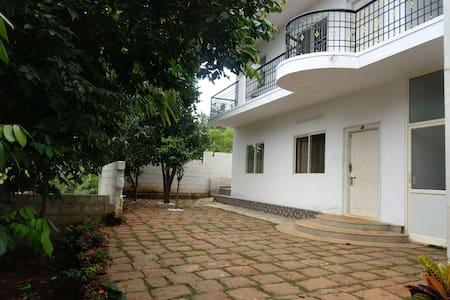 Lovely  Garden views ANANDHI'S first floor suite