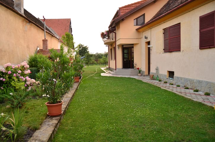 Big Green Garden - Râșnov - Guesthouse