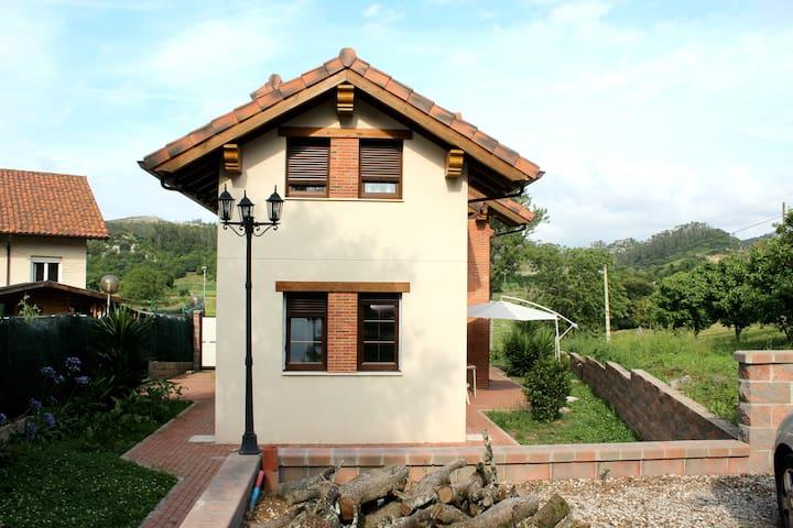 Chalet nuevo, tranquilo y bien situado - Arce - Dağ Evi