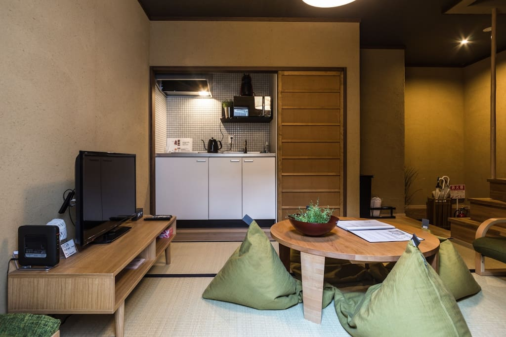 The lounge is equipped with High speed Wifi, a flat screen TV and a AC unit.