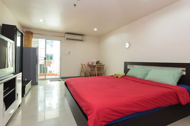Comfy 32 SQM with Wi-Fi near BTS - TH - Apartment