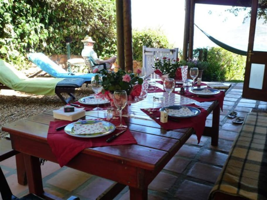 Alfresco dining while enjoying seaviews