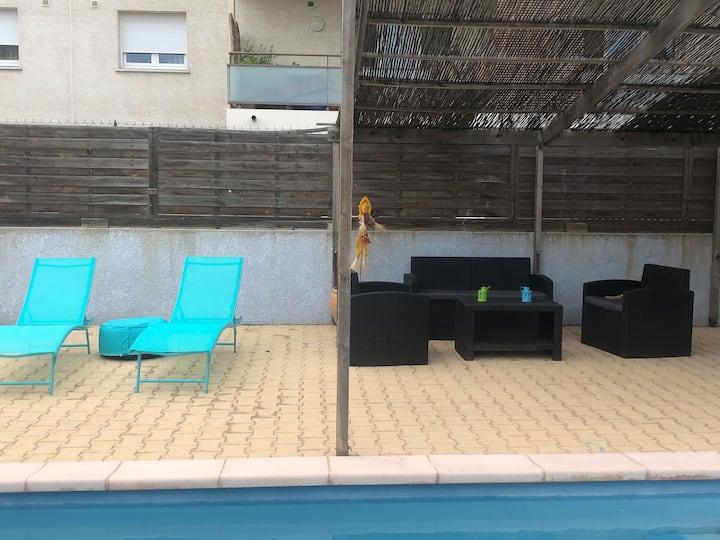 maison 6pers piscine,climatisation,babysitting