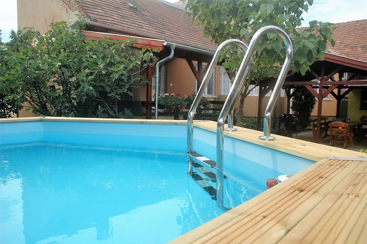Cosy_Island WHOLE HOUSE:2BD+private gardenfor10ppl