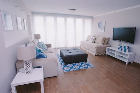 Blissful, 2 BR Apt. w/Spectacular Beachfront view!