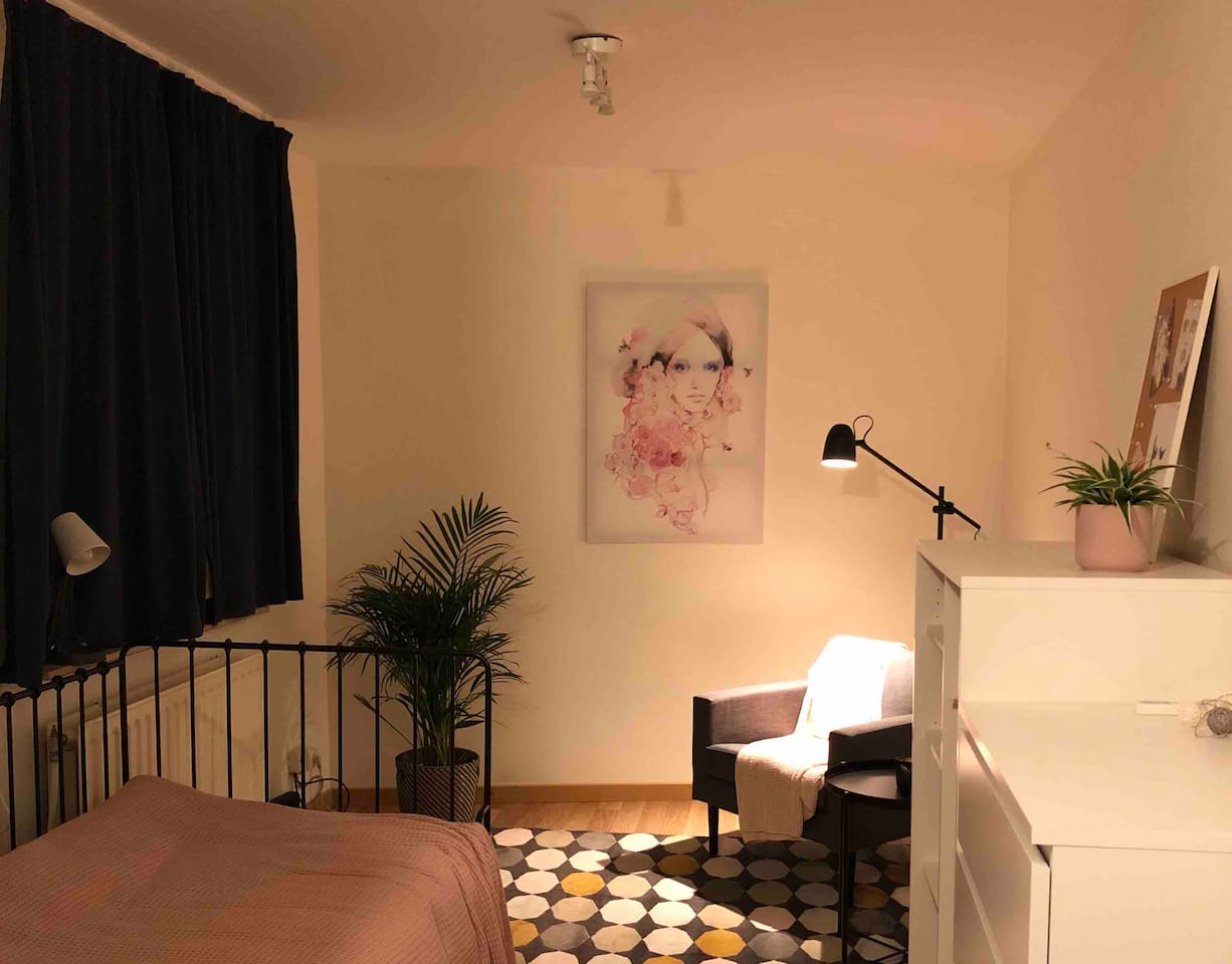 We tried to make it as cosy as possible to make you feel right at home. The studio is one open space with separate corner for the kitchen and a closed bathroom. Everything you need is there. Free WiFi as well of course.