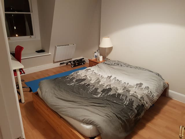 Double bedroom and access to apartment Richmond - Richmond - Apartemen