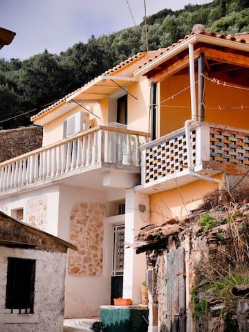 Byronas cottage in Lakones Corfu - Lakones - Rekkehus