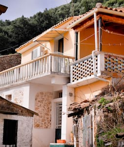 Byronas cottage in Lakones Corfu - Lakones - Řadový dům