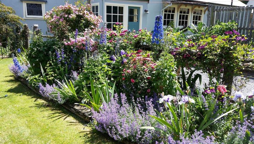 Ridge Road Gardens Cottage - Motukarara - Hus