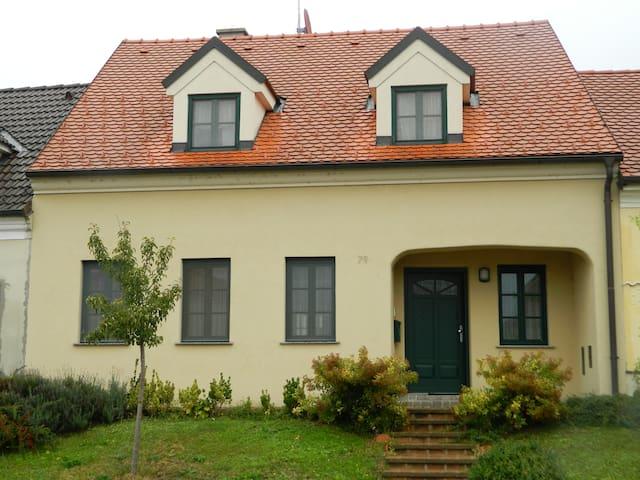 charmante Zimmer - Unterstinkenbrunn - Casa