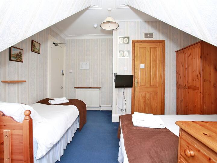 Double room-Ensuite with Shower-Small Family Room