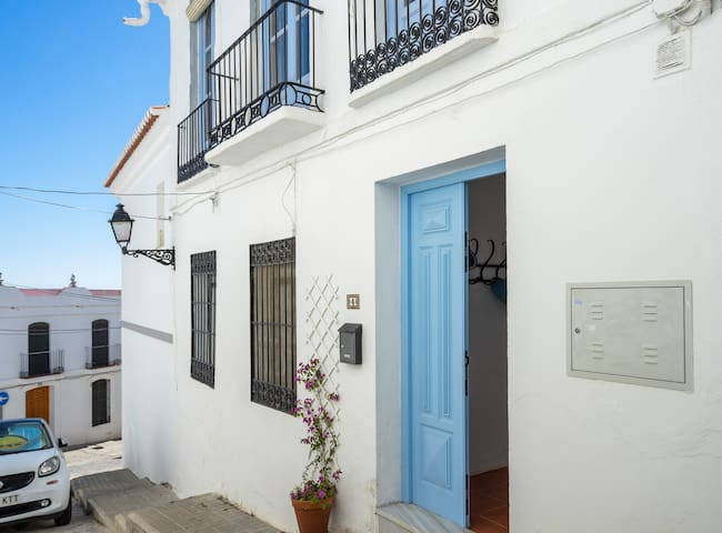 Old town house 200 sqm with private patio