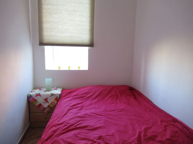 Double room in cosy appartment in Poble Sec
